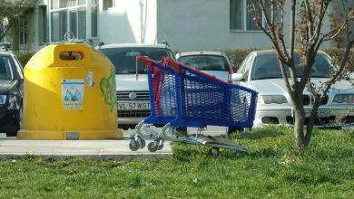 Photo of Coșuri de cumpărături, aruncate la gunoi