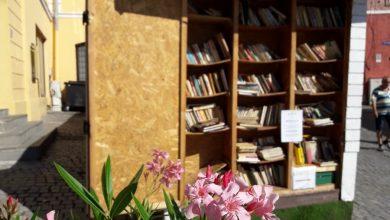 """Photo of Fapte bune, """"remunerate"""" cu sute de cărți, în Piața Mică"""