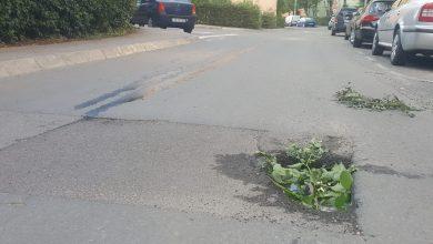 Photo of Groapă pe strada Negoveanu, semnalizată cât se poate de rustic