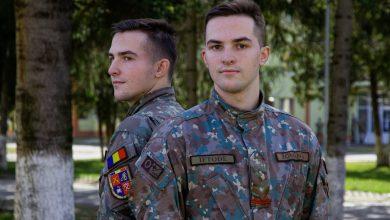 Photo of Povestea gemenilor de la AFT Sibiu, care au ales împreună să urmeze o carieră militară