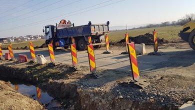 Photo of Au fost reluate lucrările pe DJ 106 C Sibiu – Cisnădie. Drumul va avea trei benzi de circulație și trei sensuri giratorii