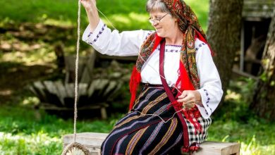 Photo of Voluntari din Europa, așteptați la Muzeul ASTRA pentru a vedea cum sunt restaurate haine vechi de sute de ani