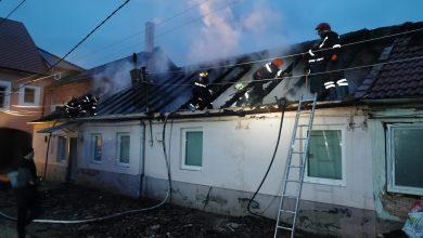 Photo of Incendiu la o casă din Cisnădie. Trei persoane au primit îngrijiri medicale