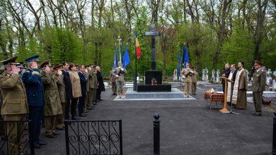 Photo of Ziua Veteranilor, la Sibiu: depuneri de coroane la monumentul din Pădurea Dumbrava