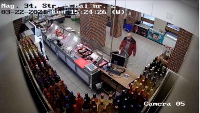 Photo of Un bărbat i-a furat unei femei telefonul din poșetă, într-un magazin din Sibiu. Poliția caută făptașul