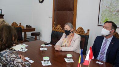 Photo of Annick Goulet, ambasadorul Canadei în România, în vizită laConsiliul Județean Sibiu