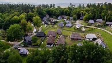 Photo of Îmbraci straiele populare și intri gratuit în Muzeul din Dumbrava Sibiului