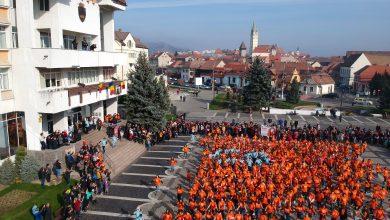 Photo of Peste 3.200 de elevi din Mediaș se întorc în bănci. 154 de școlari din Orlat și Marpod revin în fața calculatoarelor, din cauza COVID