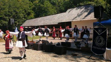 Photo of Dacă n-au putut aduce marea în Sibiu, grecii au venit cu muzică, dans și o invitație la zorba