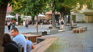 Photo of Piața Huet s-a înnoit. Mobilier urban smart, amplasat în centrul Sibiului