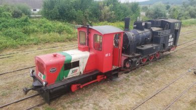 """Photo of Prima locomotivă cu abur a mocăniței de pe Valea Hârtibaciului s-a """"întors"""" acasă, după 26 de ani"""