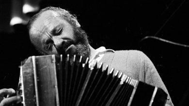 Photo of Compozitorul care a revoluționat tango-ul argentinian, omagiat azi pe acoperișul Filarmonicii de Stat Sibiu