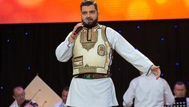 """Photo of Traian Stoiță, colegul lui Carmen Iohannis la """"Gheorghe Lazăr"""". Solistul va preda Educație Muzicală: """"Sunt onorat!"""""""