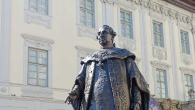 """Photo of Protest în Piața Mare, legat de statuia lui Brukenthal: """"Reacția va fi puternică!"""""""