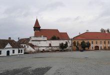 Photo of Au început lucrările de reabilitare a Bisericii Evanghelice Fortificate din Miercurea Sibiului. Sub podea au fost descoperite cripte, oseminte, precum și traseele fostelor biserici
